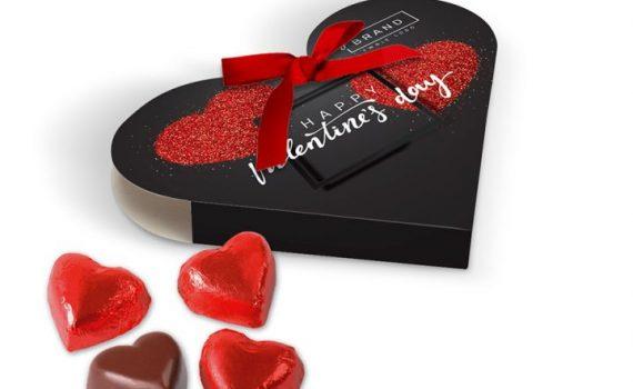 Valentine box with 4 chocolate hearts