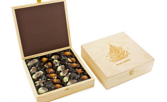 Quality set containing 22 original Belgian pralines in seafood shapes