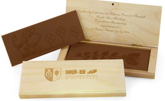 Your Motif chocolates in wooden box 245 g