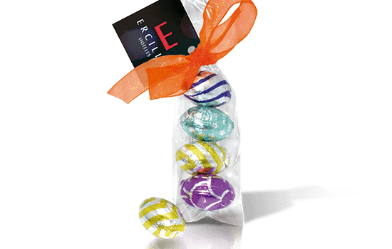 Easter bag with 4 chocolate eggs and ribbon