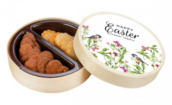 Easter wooden box with butter cookies